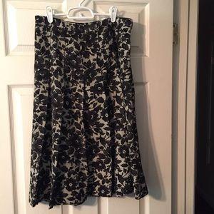 Pleated lace print skirt. Isaac Mizrahi. 18